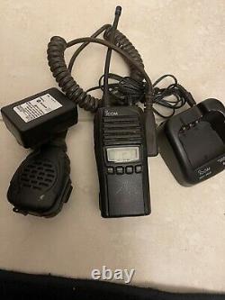 ICOM IC-41W Two Way UHF CB Handheld Radio Including Benelec Microphone