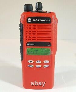 MOTOROLA HT1250 29-42 MHz 128CH 6W Police Fire EMS Two-Way Radio AAH25BEF9AA5AN