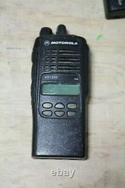 MOTOROLA HT1250 VHF 136-174MHz Two-Way Radio AAH25KDF9AA5AN With Battery